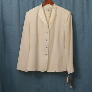 Amanda Smith 3 piece suit, size 20W, Ivory